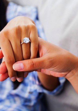 Un inel de argint rafinat cu personalitate
