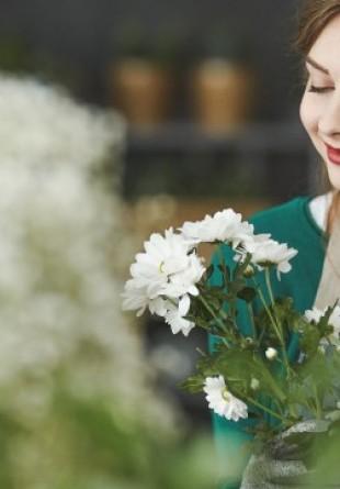 Creativitate: 5 paşi simpli pentru a-ți face singur aranjamentul floral
